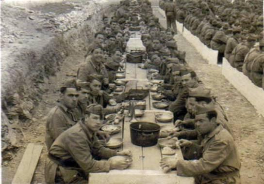 """Año 1947: """"Confortable comedor"""" de la tropa de Infantería"""