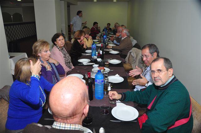 Los reunidos durante su comida de hermanamiento - Foto Hodge Ben Ouhamou